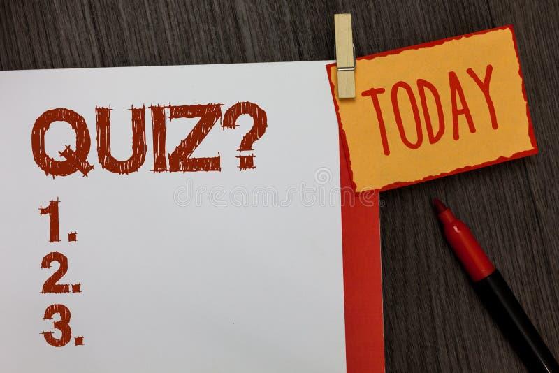 Question de jeu-concours des textes d'écriture de Word Le concept d'affaires examine pour faire court l'examen d'évaluation pour  photographie stock