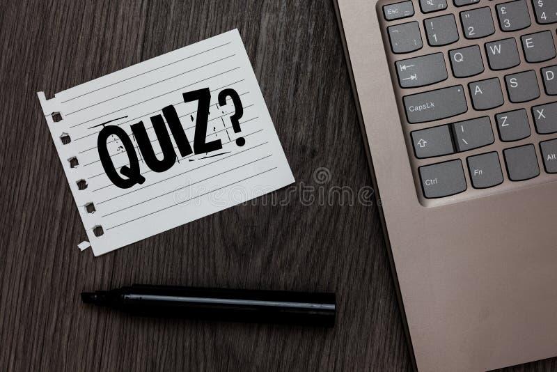 Question de jeu-concours des textes d'écriture de Word Le concept d'affaires examine pour faire court l'examen d'évaluation pour  photos libres de droits