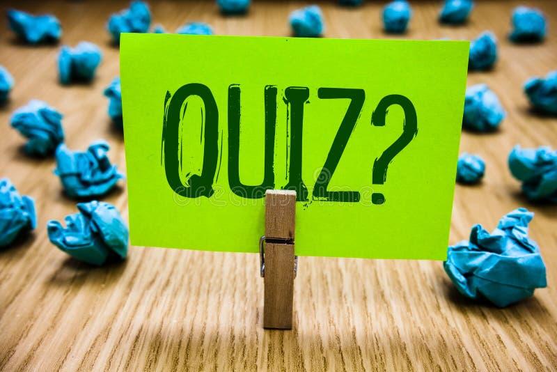 Question de jeu-concours des textes d'écriture de Word Le concept d'affaires examine pour faire court l'examen d'évaluation pour  photographie stock libre de droits