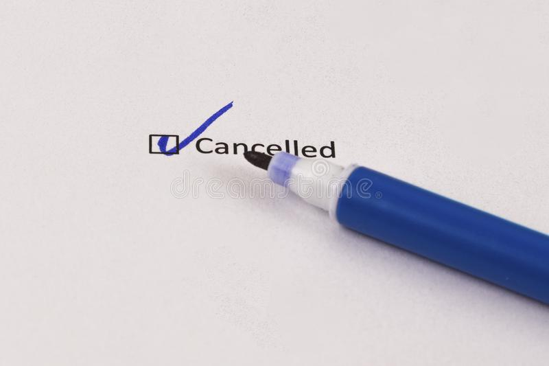 Questionario, indagine Scatola controllata con l'indicatore annullato e blu dell'iscrizione fotografia stock
