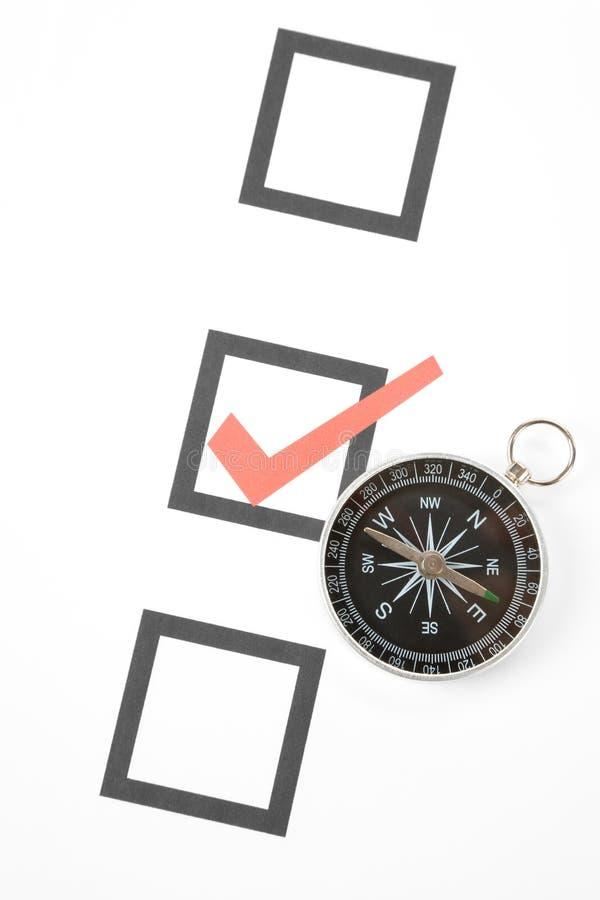 Questionnaire et compas images stock