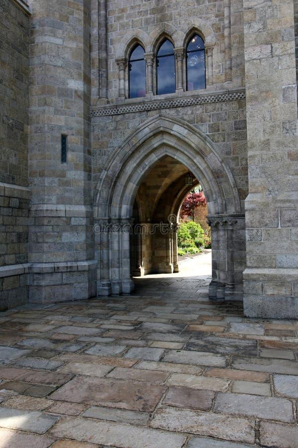 Questo arco fa parte di un monumento storico alla cattedrale immagine stock