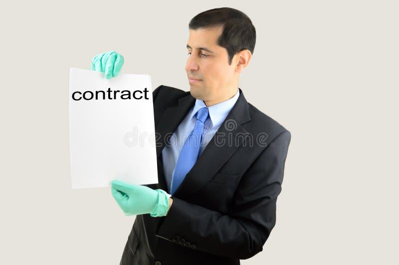 Questo contratto è nauseabondo fotografia stock libera da diritti