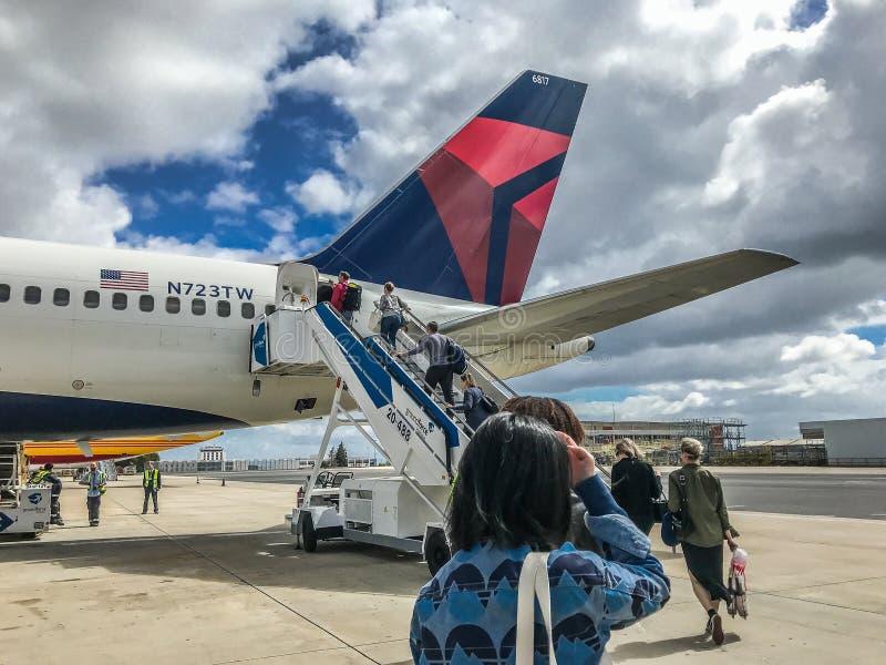 Queue d'avion de delta photos libres de droits
