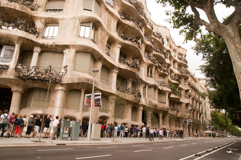 Download The Queue To Casa Mila Barcelona Editorial Stock Image - Image of architecture, mila: 20977194
