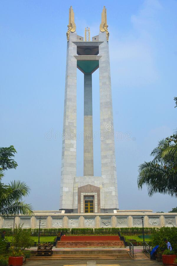 Free Quezon Memorial Circle Obelisk Monument Tower In Quezon City, Philippines Stock Photography - 195705562