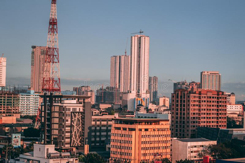 Quezon-Stadt: Städtisches Epizentrum stockfotos
