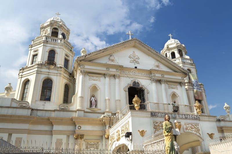 Quiapo, Filipinas - 16 de julho de 2016: Fachada da catedral ou da igreja católica fotos de stock royalty free