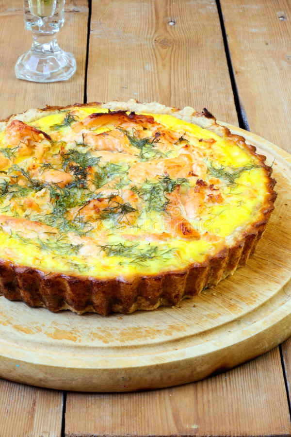 Quiche de saumons et d'aneth photo stock