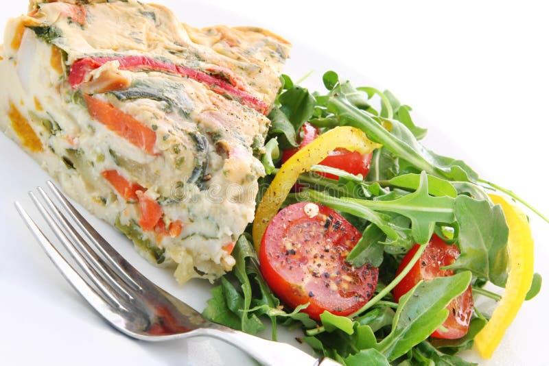 Quiche ed insalata fotografie stock