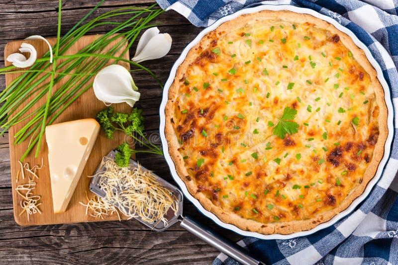 Quiche francesa do queijo da cebola, vista de cima de foto de stock royalty free