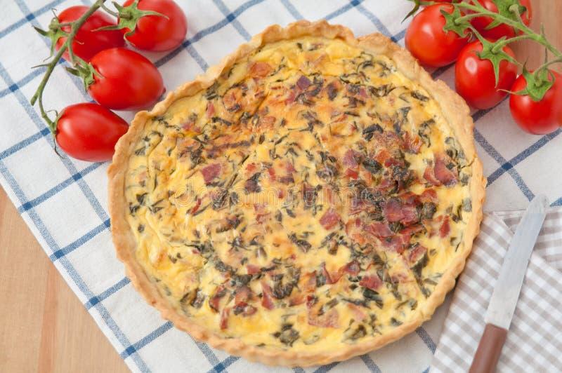 Download Quiche Lotharingen Met Spinazie Stock Foto - Afbeelding bestaande uit cheddar, voedsel: 39107482