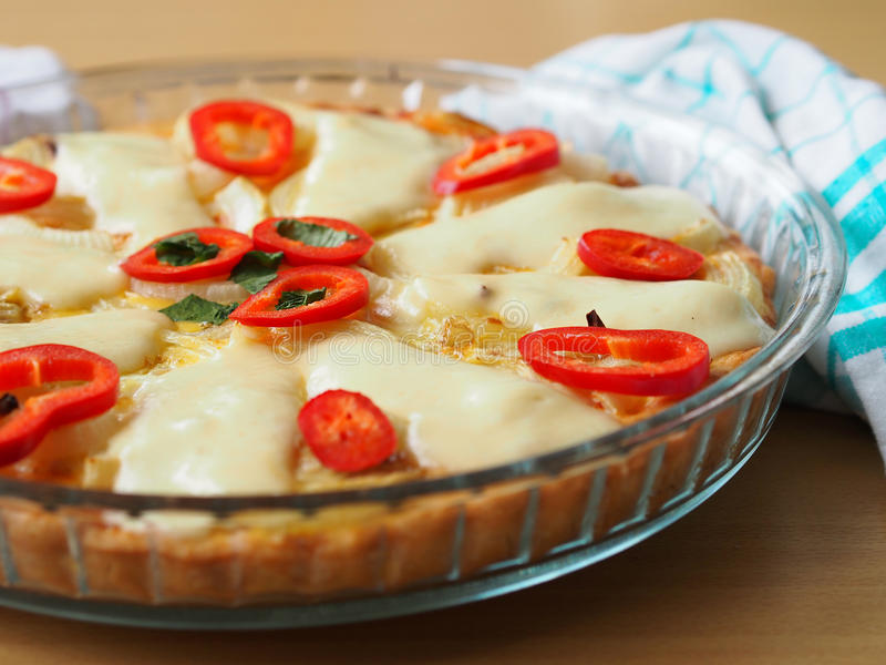 Quiche na stole obrazy royalty free