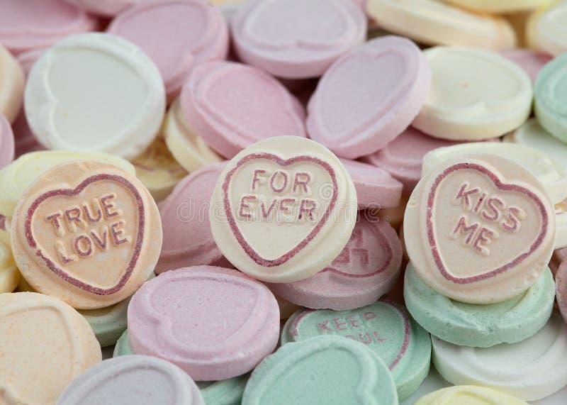 Quiera los dulces de la tarjeta del día de San Valentín del corazón imagenes de archivo