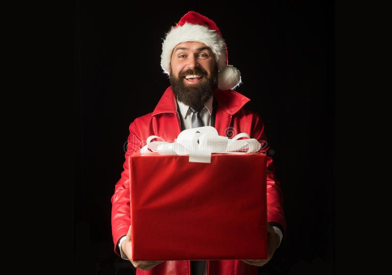 Quiero darle su regalo de Navidad Santa sorprendido con el regalo de la Navidad foto de archivo libre de regalías