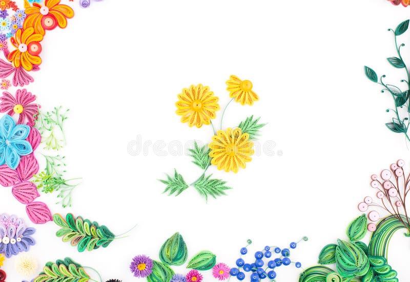 Quilling de papier, fleurs de papier colorées illustration libre de droits