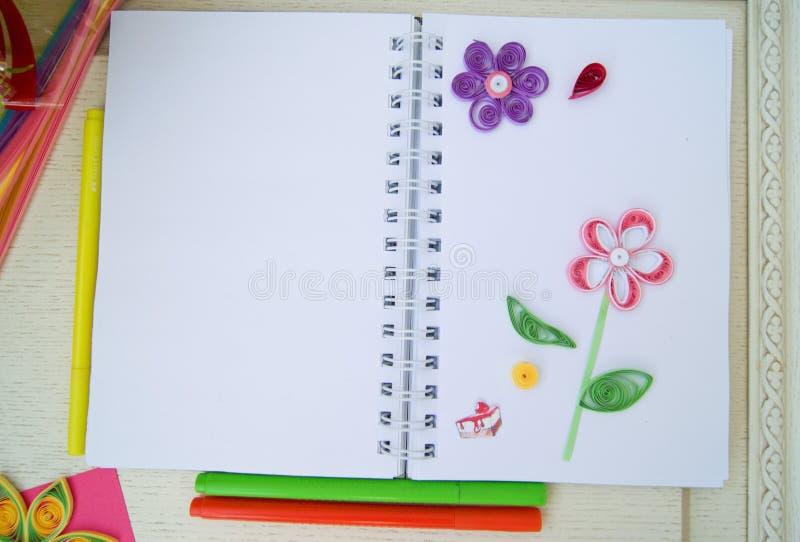 Quilling hobby tło z kwiatami obraz royalty free