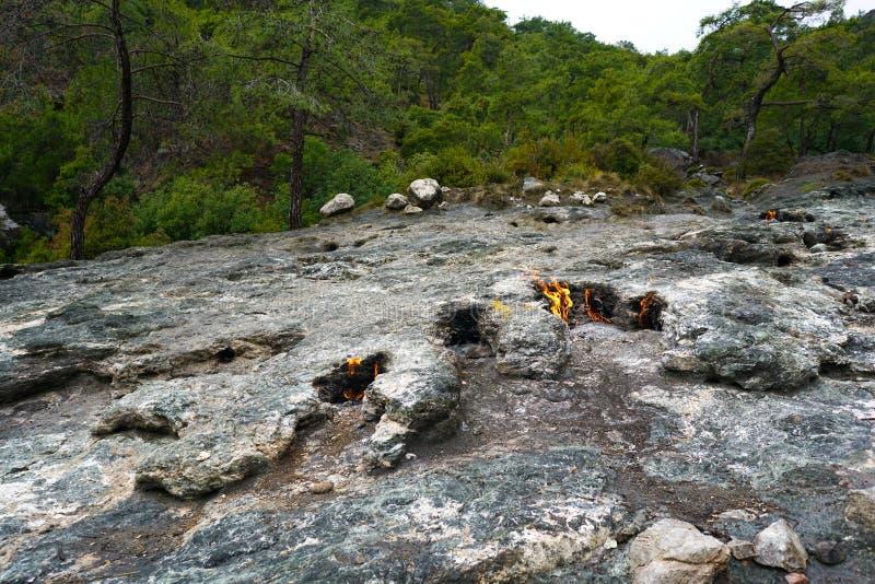 A quimera, rochas ardentes ? ot not?vel do ponto a fuga da maneira de Lycian perto de Cirali, Antaly foto de stock royalty free