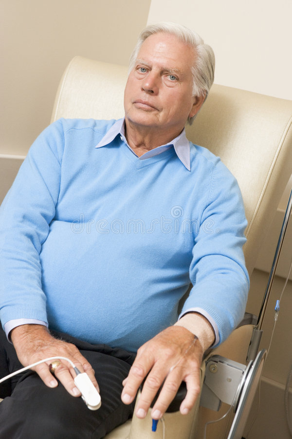 Quimioterapia que experimenta paciente Traetment imagen de archivo