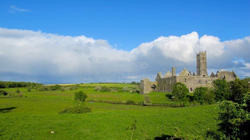quin de l'Irlande du comté de clare d'abbaye images libres de droits