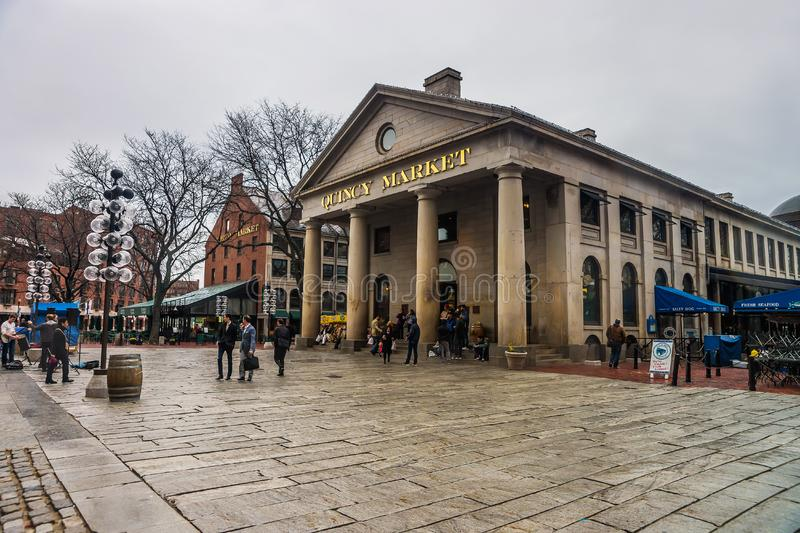 Quincy Market bei Faneuil Hall Marketplace in im Stadtzentrum gelegenem Boston lizenzfreie stockbilder