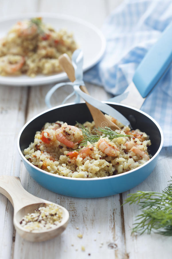 Quinoa και bulgur pilaf στοκ φωτογραφίες