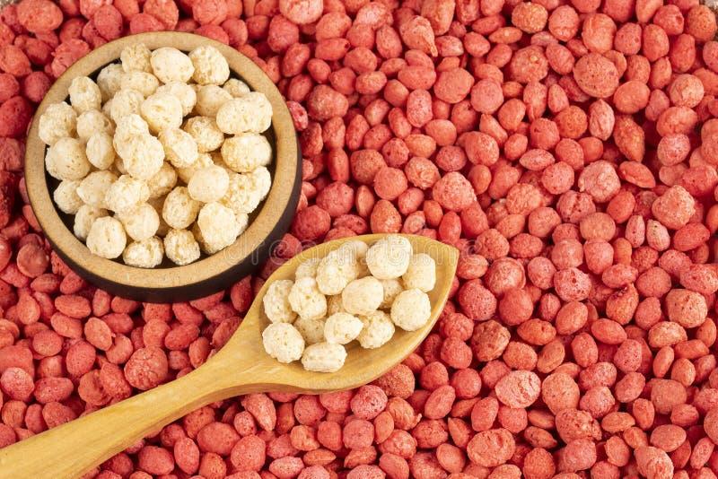 Quinoa bianca e Fragola-condita - Chenopodium quinoa Spazio del testo fotografie stock