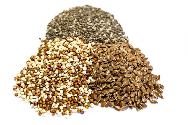 Quinoa chia en lijnzaad op witte achtergrond wordt geïsoleerd die stock foto's