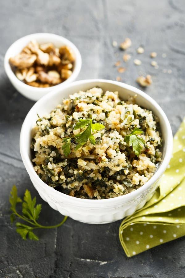 Quinoa com ervas e nozes foto de stock royalty free