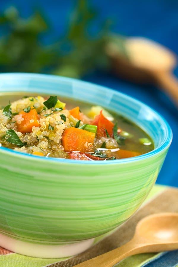 Quinoa et potage aux légumes photographie stock