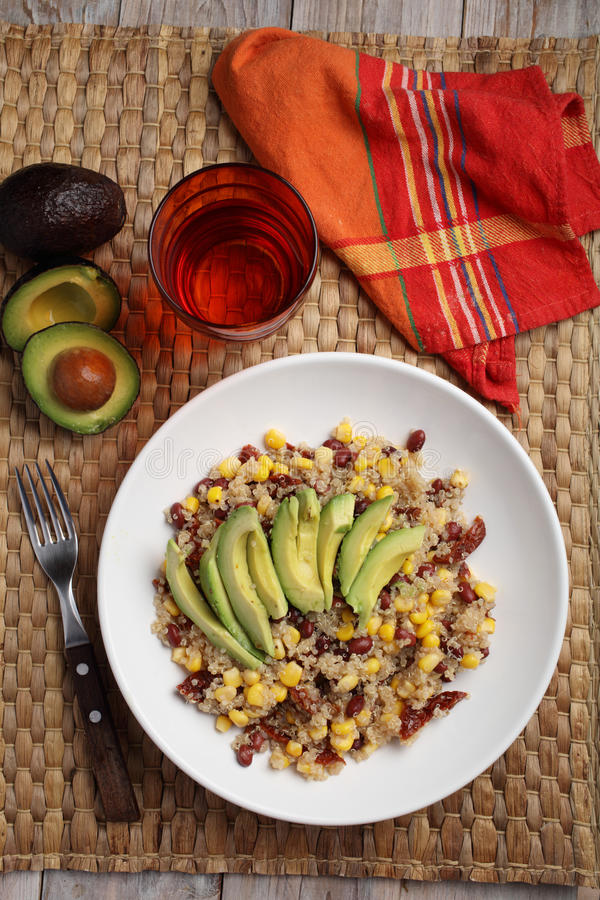 Quinoa i warzywa sałatkowi obrazy stock
