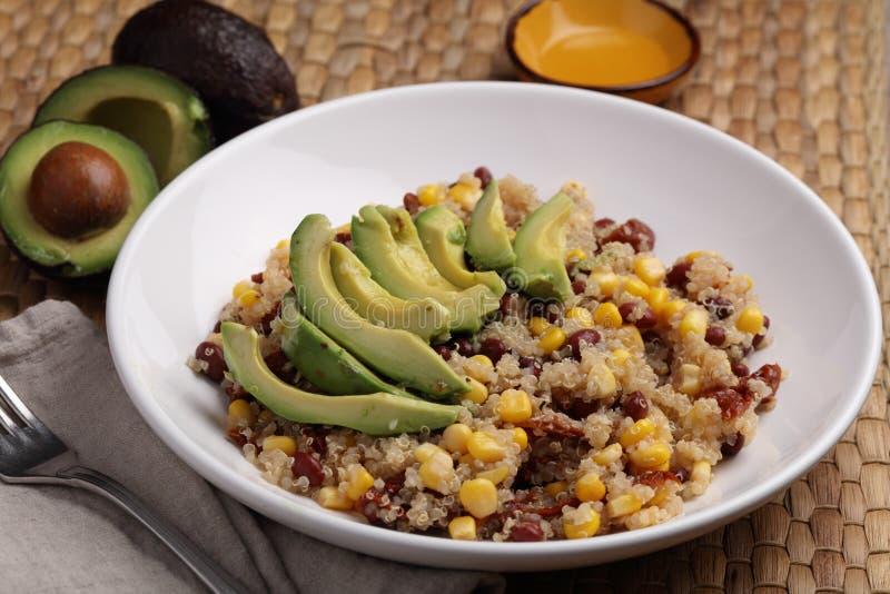 Quinoa i warzywa sałatkowi zdjęcie royalty free