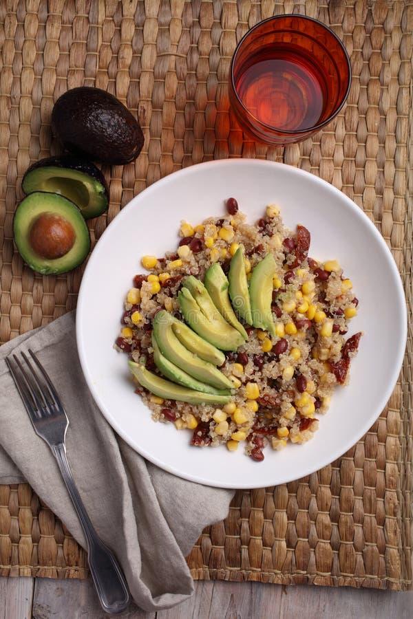 Quinoa i warzywa sałatkowi obraz royalty free