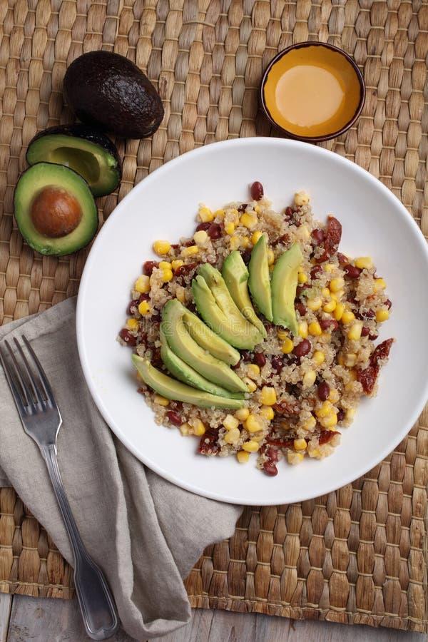 Quinoa i warzywa sałatkowi zdjęcie stock