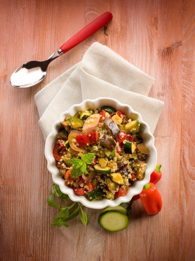 Quinoa sald met groenten, stock afbeeldingen