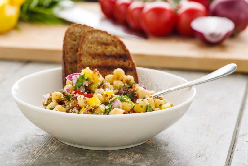 Quinoa tabbouleh z veggies zdjęcia stock