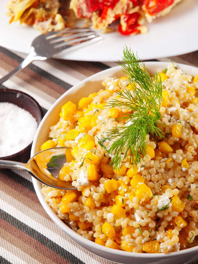 Quinoa z kukurydzaną sałatką obraz royalty free