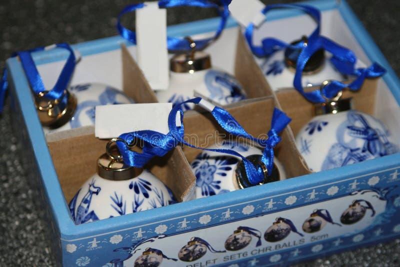 Quinquilharias azuis do Natal da louça de Delft original da Holanda fotografia de stock