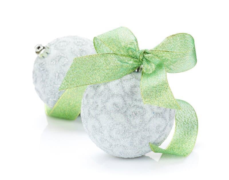 Quinquilharias do Natal e fita verde foto de stock royalty free