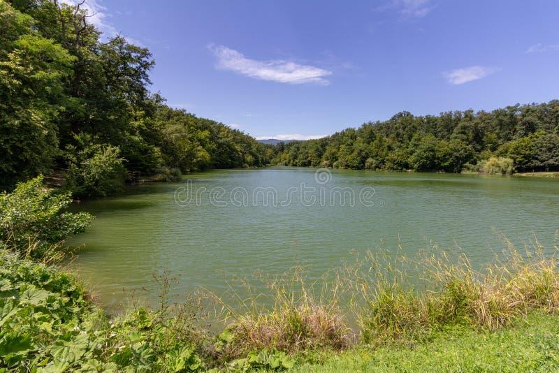 Quinto lago no parque de Maksimir, Zagreb, Croácia imagem de stock