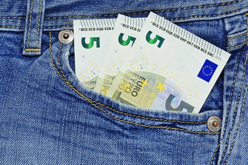 Quinze euros dans la poche de jeans photographie stock libre de droits