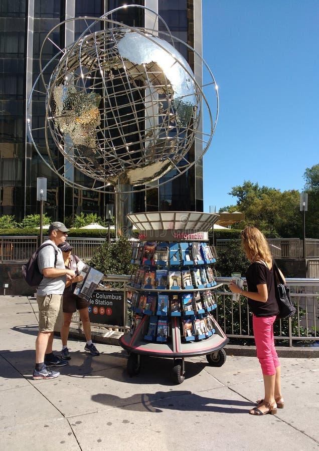 Quiosco de la información turística, Columbus Circle, New York City, los E.E.U.U. foto de archivo