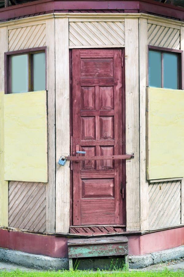 Quiosque de madeira velho foto de stock