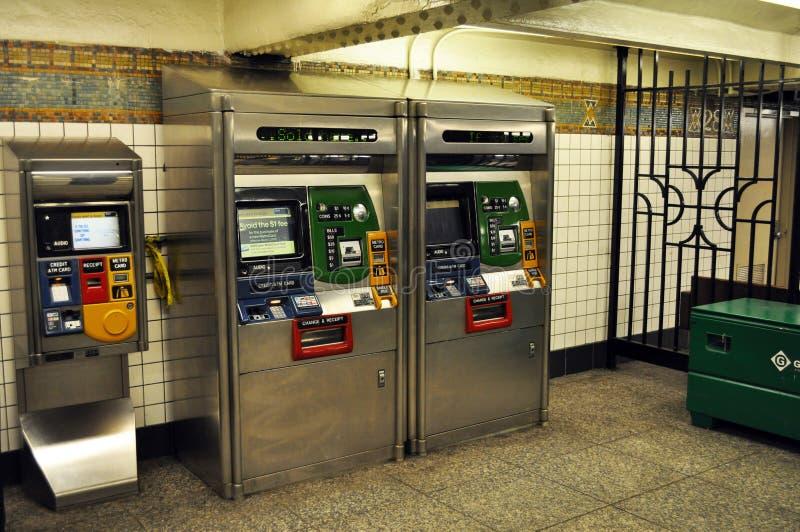 Quiosque do bilhete da estação de metro de New York foto de stock