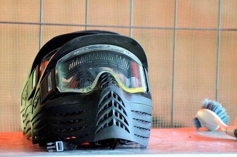 ?quipement de Paintball Un casque de protection, accomplissent un masque pour prot?ger le visage photos libres de droits