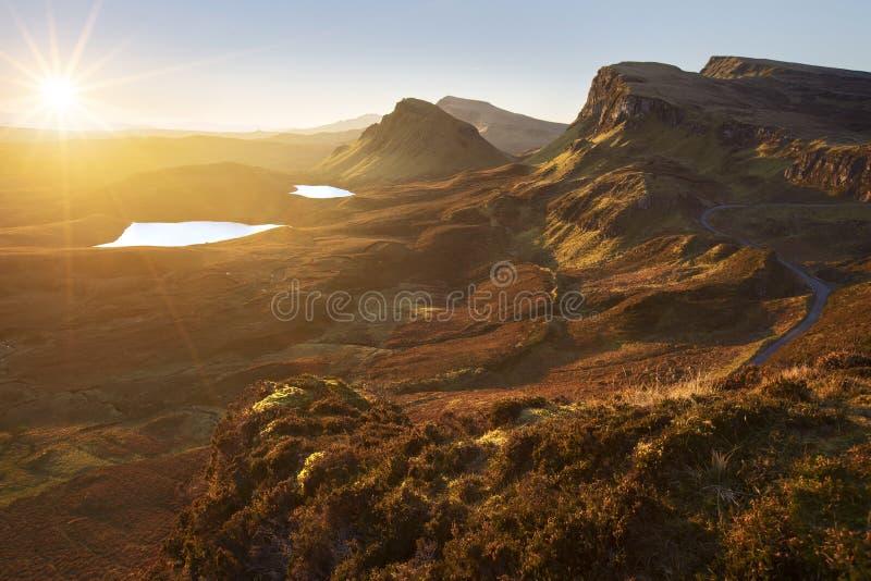 Quiraing in der Insel von Skye, Schottland, an einem tadellos klaren, sonnigen Tag stockbild