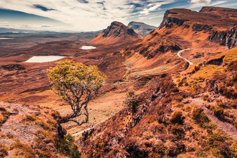 Quiraing zum Tal in Schottland im Sommer, Großbritannien stockbilder
