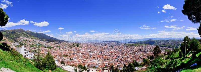 Quito centrerar gammalt historiskt, ecuador royaltyfri bild