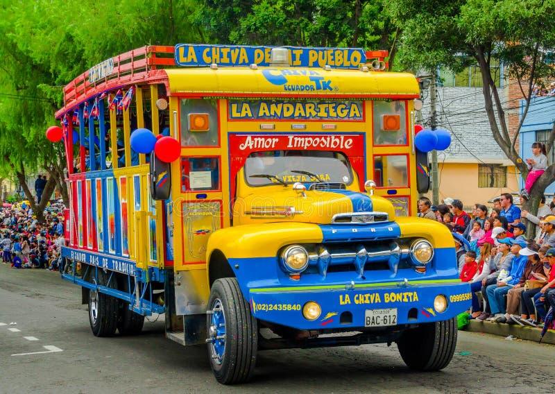 Quito, Ecuador - 31 de enero de 2018: La vista al aire libre de los autobuses coloridos de Chiva es parte parte importante de tra foto de archivo libre de regalías