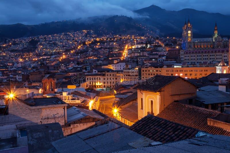 Quito gammal Town på natten royaltyfri fotografi